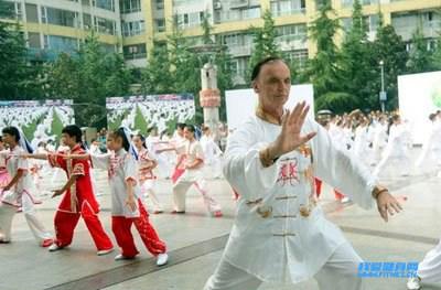 太极拳教程 如何练习吴式太极拳的白鹤亮翅